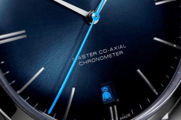 Omega lancia due nuovi orologi Trésor per supportare Orbis