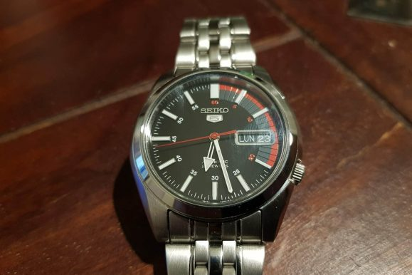 La mitica serie di orologi Seiko 5 e la recensione del Seiko SNK375K