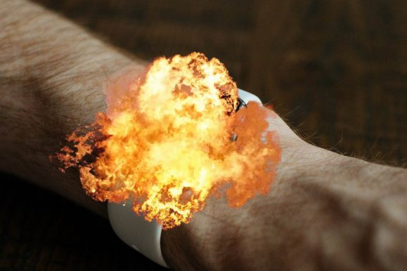 Smartwatch cinese esplode sul polso e ustiona un bimbo